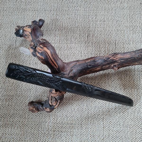 Tanto aus Ebenholz - Standardform mit Drachenschnitzerei